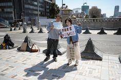 Tokyo hugs, free