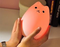 Purrfect Night Light For Children And Cat Lovers!This silicone LED rechargeable kitty lamp is a contemporary children's bedroom night light in the shape o Animal Night Light, Led Night Light, Light Up, Cat Light, Cat Lamp, Where To Buy Bedding, Diy Home, Home Decor, Tiffany Lamps
