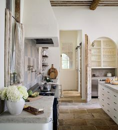 Oh my, would love to have this floor in my kitchen!  Flagstones - gotta love them!