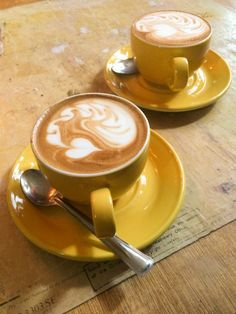 Great ways to make authentic Italian coffee and understand the Italian culture of espresso cappuccino and more! Coffee Geek, Coffee Cafe, Starbucks Coffee, Coffee Drinks, Coffee Shops, But First Coffee, I Love Coffee, Chocolates, Biggby Coffee