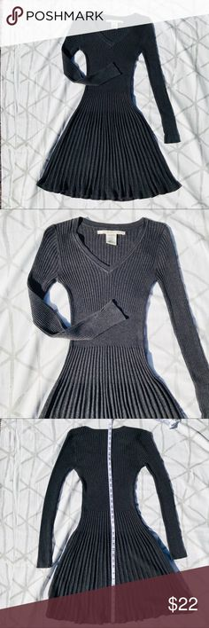 Pleated Dress Super cute pleated and ribbed dress by Max Studio. Heather grey. Thick, sweater-like material. In like new condition! 42DRES-42OXS-WL03 Max Studio Dresses