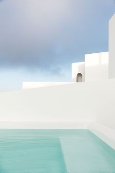 The Greek island of Santorini undoubtedly possesses some of the most compelling architecture in the world. Design enthusiasts have long professed thei. Greece Architecture, Architecture Design, Design Hotel, Blue Roof, Interior Minimalista, White Building, Dream Pools, Pool Designs, Beautiful Places