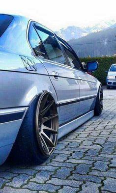 BMW E38 7 series blue slammed