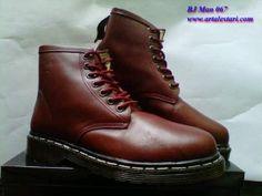 Sepatu Boots Docmart Pria