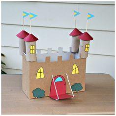 A las princesas de la casa les encantan los castillos, pero a veces sale caro comprarlos. Hacerlo no es solo una forma de economizar sino que ademas estamos reciclando y divirtiéndonos con nuestras niñas. Nosotros hicimos esta manualidad con una caja y tubos de cartón de papel higiénico, pero si te