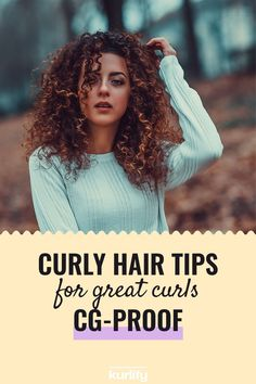 Curls come in many different types and shapes: what works for one person may not work for another. That's why it's a matter of trying many techniques and products, to see what works for you. We collected our favorite curl tips and tricks in this article. Try them out and see what works for you! | CG method - Curly Girl Method - curl care - curl tips natural - curl care tips curly hair
