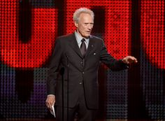 Clint Eastwood defende racismo de Trump