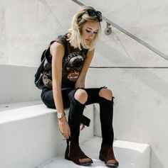 Pin for Later: 25 That Prove Jaden Smith's Girlfriend Sarah Snyder Is a Style Star to Watch A Harley Davidson Muscle Shirt Made Edgy With Distressed Jeans Punk Fashion, Grunge Fashion, Fashion Outfits, Fashion Tips, Fashion Trends, Fashion Photo, Fashion Clothes, Estilo Rock, Rock Style
