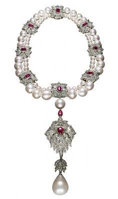 The sixteenth-century La Peregrina pearl, suspended from a Cartier necklace pin adicionado de ~~~~~~~~~~~~~~~~~~~~~~~~~~ Vogue Magazine