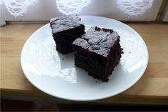 Przepis na ciasto buraczane, a raczej na ciasto mocno czekoladowe z burakami i bananami.
