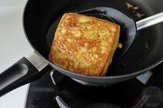 커스터드 크림이 잔뜩! 감동의 프렌치 토스트 만들기 Breakfast Items, Breakfast In Bed, Milk Sandwich, Stale Bread, Custard Filling, Food Advertising, Piece Of Bread, Egg Whisk