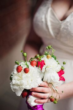 Fruit work perfectly with flower arrangements for summer weddings