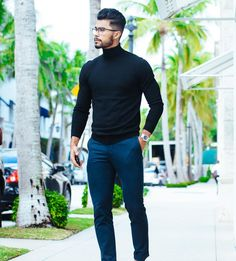 One of the best sweaters a man can wear is the turtle neck. It structures your jawline and makes you look about 20 IQ points smarter… Formal Men Outfit, Casual Outfits, Classy Outfits, Work Outfits, Summer Outfits, Teaching Mens Fashion, Turtle Neck Men, Mode Man, Turtleneck Outfit