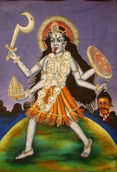 Kali -  É representada (o) como uma mulher exuberante, em uma parte da India em outra como Homem de pele escura, que traz um colar de crânios em volta do pescoço e uma saia de braços decepados - expressando, assim, a implacabilidade da morte.