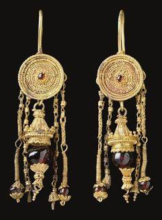 Joyería Antigua: Oro y Perlas - Tendencias en Joyería