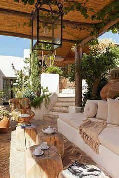 Illuminate Your Patio Area With Sun Catchers – Outdoor Patio Decor Pergola Patio, Backyard Patio, Pergola Kits, Yard Landscaping, Landscaping Ideas, Outdoor Rooms, Outdoor Living, Terrace Design, Terrace Decor