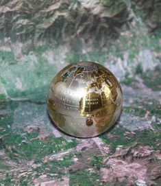 Gold and Silver Globe Compact Mirror & Powder. World Shape. Hard to Find. By Pygmalion. Mirror Powder, Compact Mirror, Hard To Find, Mirrors, Christmas Bulbs, Globe, British, Shapes, 3d