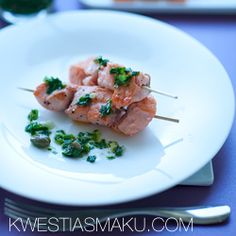 Szaszłyki z łososia z zieloną salsą (Salsa Verde) Halibut, Salsa Verde, Pesto, Potato Salad, Potatoes, Chicken, Ethnic Recipes, Grill, Blog