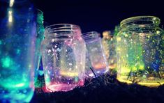 Glow Jars for outdoor parties this summer! (ideas for graduation party glow sticks) Glow Stick Jars, Glow Sticks, Glitter Mason Jars, Mason Jar Crafts, All Star Tumblr, Pot Magique, Fairy Glow Jars, Fireflies In A Jar, Roald Dahl