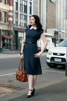 Retro Fashion Love modest dresses that still make you feel like you're dressed better than everyone else ; Retro Mode, Vintage Mode, Style Vintage, Vintage Looks, Pretty Outfits, Pretty Dresses, Beautiful Outfits, Gorgeous Dress, 1950s Style