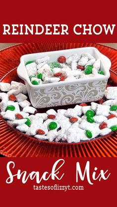 Reindeer Chow Recipe Make sure Santa stops at your house by attracting reindeer! This Reindeer Chow recipe turns the classic muddy buddies puppy chow into a Christmas treat that the kids will love. Christmas Deserts, Holiday Snacks, Christmas Party Food, Christmas Cooking, Holiday Cookies, Reindeer Christmas, Holiday Recipes, Christmas Cupcakes, Reindeer Food