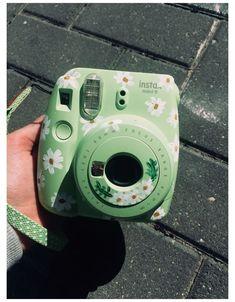 Polaroid Camera Case, Instax Mini Camera, Fuji Instax Mini, Cute Camera, Camera Art, Fujifilm Instax Mini, Camera Painting, Mint Green Aesthetic, Green Photo