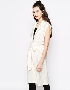 Pin for Later: Why a Sleeveless Coat or Jacket Deserves a Place in Your Wardrobe Now Monki sleeveless duster coat Sleeveless Trench Coat, Sleeveless Duster, Latest Outfits, Fashion Outfits, Women's Fashion, Ärmelloser Mantel, Cream Coat, Spring Jackets, Models