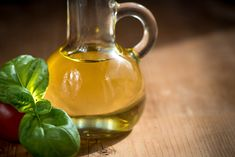 There are many types of vegetable oils, they are called edible oils and can be divided into two categories: conventional and unconventional or speciality. Olive Oil Hair, Castor Oil For Hair, Hair Oil, Best Oils, Best Essential Oils, Olives, Infused Oils, Homemade Face Masks, Vitamin E Oil