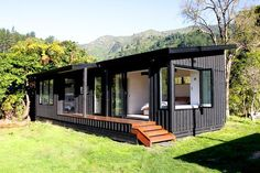 Architecture - Marlborough Sounds Bach, Eco-friendly bach design in the Sounds. Container Home Designs, Container House Plans, Modern Mobile Homes, Mobile Home Exteriors, Shed Homes, Prefab Homes, Marlborough Sounds, Eco Cabin, Eco Friendly House