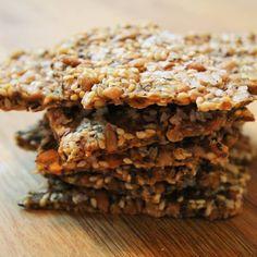 Bästa och lättaste knäckebrödet! Brödet görs på majsmjöl och förutom att det smakar lite som popcorn så är det även glutenfritt. Smakar mums med en skiva ost!