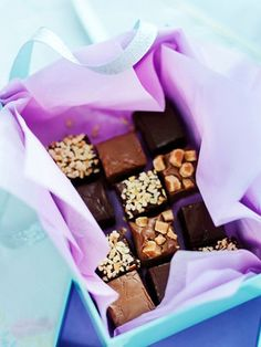 Give your fudge an extra depth of flavour by making this easy chocolate fudge. Queen of all things homemade, Kirstie Allsopp shows you how in our special video recipe. Get the recipe: Easy chocolate fudge Homemade Sweets, Homemade Gifts, Homemade Chocolates, Homemade Fudge, Homemade Food, Homemade Christmas, Christmas Baking, Christmas Fudge, Christmas Hamper