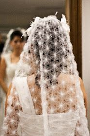 Ideas Bridal Veil Diy Website For 2019 - Bridal lehenga blouse set wedding veil photography Veil Diy, Couture Main, Sewing Crafts, Sewing Projects, Yo Yo Quilt, Tulle, Creation Couture, Fabric Manipulation, Indian Bridal