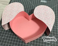 Diy Crafts For Gifts, Paper Crafts, Diy Gift Box Template, Flower Box Gift, Mother's Day Gift Baskets, Diy Magnets, Diy Box, Diy Birthday, Box Design