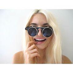 avvenude:  earth-tone:  Flippy sunglasses!   Icon