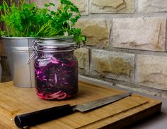 Try our recipe of pickled red cabbage, you can do it in less than 10 minutes and is easy and cheap to make. Try other types of pickle recipes with bouwd. Pickled Red Cabbage, Pickles, Mason Jars, Canning, Easy, How To Make, Recipes, Home Canning, Rezepte