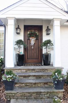 Beautiful Farmhouse Front Door Entrance Decor And Design Ideas 34 Front Stairs, Exterior Doors, Wooden Front Doors, Modern Farmhouse Exterior, Front Door Steps, Front Porch Steps, Door Color, Entrance Decor, Farmhouse Front Porches