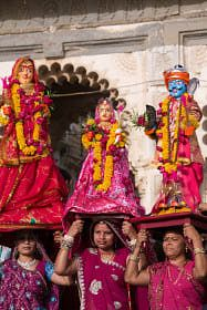 Gangaur, an important festival for women in Rajasthan, honors the goddess Gauri. India Trip, India Travel, Festivals Of India, Golden Triangle, Incredible India, The Incredibles, Gallery, Life, Women