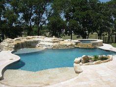 Arredare un giardino con piscina - Piscina con cascate