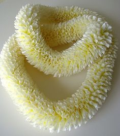 White Ginger Lei, Beautiful Leis for the Bride and Groom. Hawaiian Crafts, Hawaiian Art, Hawaiian Flowers, Hawaiian Leis, Hawaiian Dancers, Flower Lei, Flower Garlands, Arrangements Ikebana, Flower Arrangements
