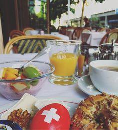 Good Morning  Summer is here  #bergfest #breakfast #food #foodie #frühstück #goodlife #goodmorning #gutenmorgen #happyhumpday #instadaily #living #schweiz #summer #swiss #travel #travelgram #unterwegs #zürich