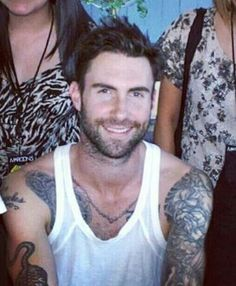 love that face Adam Levine, Pop Rock Bands, Cool Bands, James Valentine, Good Morning People, My Baby Daddy, Blake Shelton, Man Alive, Tattoos