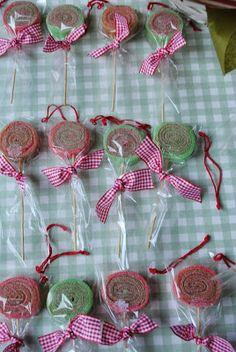 LOS DETALLES DE BEA Candy Bouquet Diy, Gift Bouquet, Bar A Bonbon, Sweet Trees, Girl Themes, Ideas Para Fiestas, Candy Table, Party Packs, Candyland