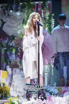 151008 M Countdown: Taeyeon - I ft. Taeyeon Jessica, Kim Hyoyeon, Sooyoung, Yoona, Snsd, Generation Photo, Girls' Generation Taeyeon, Girls Generation, Kpop Girl Groups
