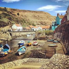 Staithes East Yorkshire, Yorkshire England, Seaside Village, Seaside Towns, British Travel, Go Outside, East Coast, Cool Pictures, Robin Hoods