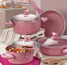 This type of photo is an unquestionably inspiring and top notch idea Cool Kitchen Gadgets, Kitchen Items, Cool Kitchens, Kitchen Utensils, Pink Kitchen Decor, Rose Gold Kitchen, Pig Kitchen, Pots And Pans Sets, Kitchen Modular