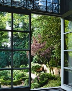 STUDIO WITH A VIEW, Amsterdam, The wonderful courtyard garden of the headquarters of couture house Vicktor & Rolf. I have posted this garden before but a different view. To have this charming courtyard to look into in such a compact city as Amsterdam is quite remarkable. Source @vogueliving_us #dutchgarden #courtyardgarden #gardensofinstagram #gardeninspiration #gardendesign #hedges #boxwood #topiary #gravel