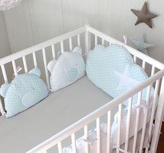 *Tour de lit bébé garçon ,180 cm long, nuage et 4 oursons bleu/gris
