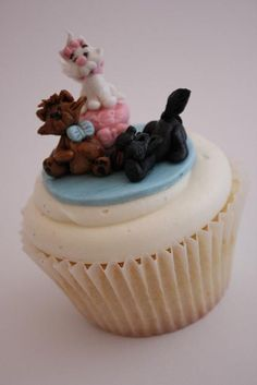 Aristocats Cupcake by Buttercream Bakery, via Flickr