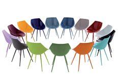 La sedia Lagò, nata dal genio di Philippe Starck, è caratterizzata dall'avvolgente scocca in poliuretano e da piedi a spillo in alluminio laccato. I suoi colori accesi, inoltre, la rendono moderna e perfetta per aggiungere un tocco di inconfondibile stile ad ambienti sia interni che esterni.