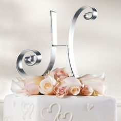 A single script initial in gleaming metal is a wedding cake topper that's both fun and classic. | #exclusivelyweddings